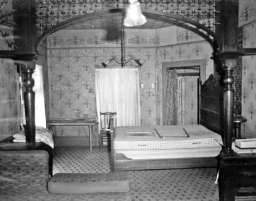 Utica Mansion bedroom above the parlor